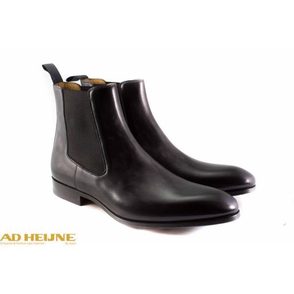 241-magnanni-chelsea-boot_featured_big_image