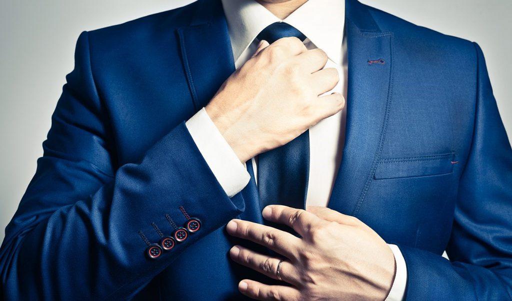 stropdassen strikken. Een echte man kan het zelf!